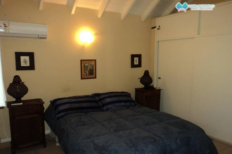 Pinamar,Buenos Aires,Argentina,3 Bedrooms Bedrooms,2 BathroomsBathrooms,Duplex-triplex,1077