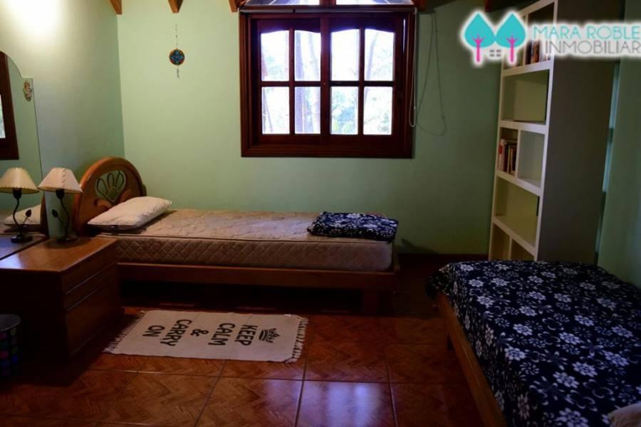 Valeria del Mar,Buenos Aires,Argentina,4 Bedrooms Bedrooms,3 BathroomsBathrooms,Casas,1255